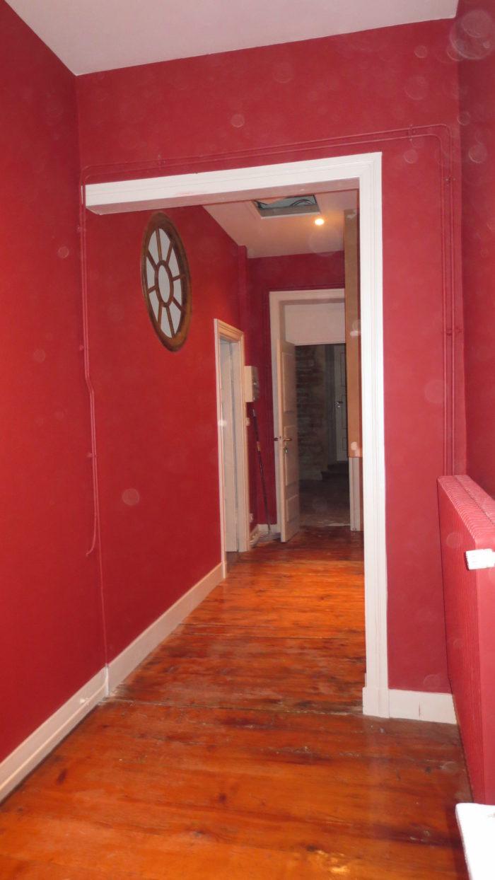 Couloir après rénovation et mise en peinture